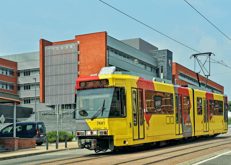 Poręcza Premetro lub metra tramwaj w Charleroi obraz stock