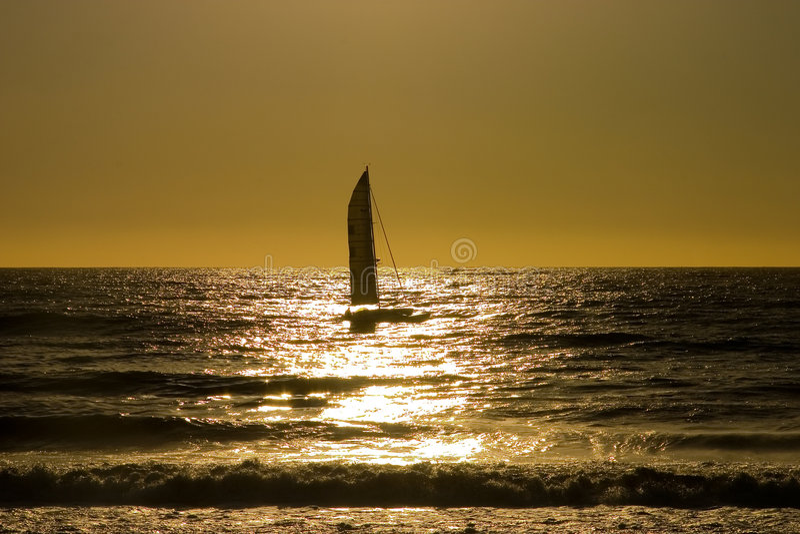 Por do sol 4 do Sailboat imagem de stock royalty free