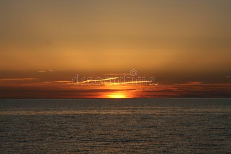 Download Por do sol foto de stock. Imagem de água, vermelho, sunset - 525234