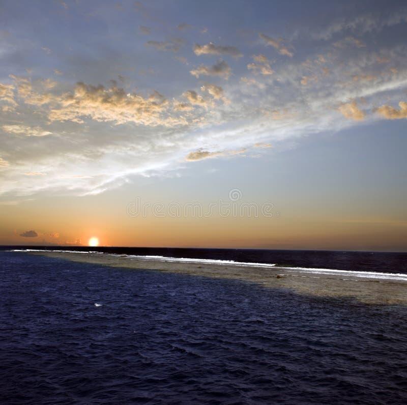 Por do sol acima do mar foto de stock