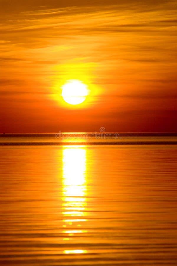 Por do sol alaranjado bonito fotos de stock