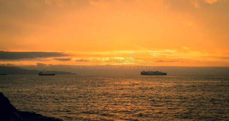 Por do sol de Valparaiso foto de stock