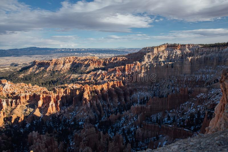 Por do sol alaranjado sobre Bryce Canyon National Park, Utá imagens de stock royalty free