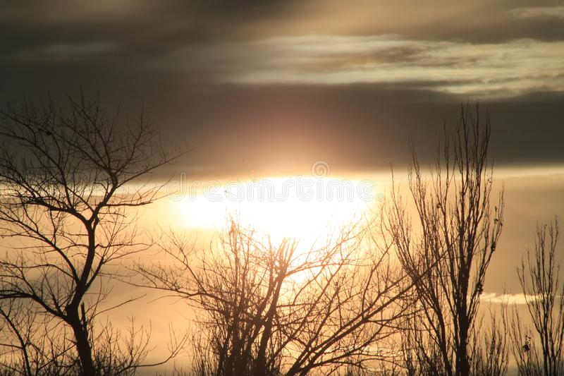 Por do sol antes de um temporal imagem de stock