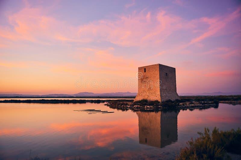 Por do sol ao lado da torre de Tamarit imagens de stock