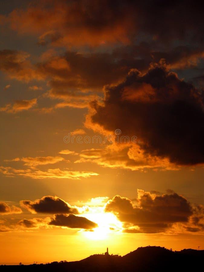 Por do sol atrás da igreja fotos de stock royalty free