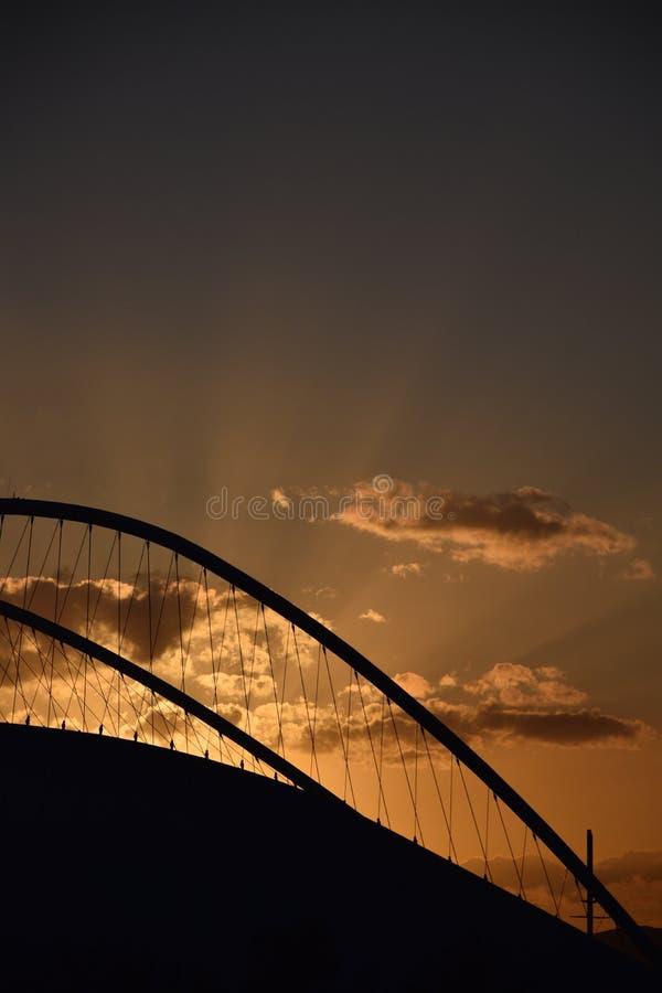 Por do sol atrás do Estádio Olímpico foto de stock
