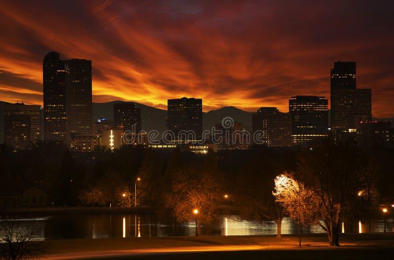 Por do sol avermelhado em Denver fotografia de stock