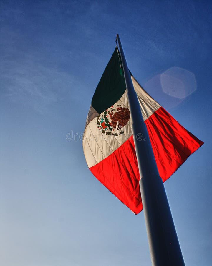 Por do sol ay da economia da bandeira mexicana foto de stock