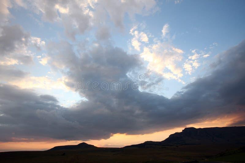 Por do sol azul e cor-de-rosa fotos de stock royalty free