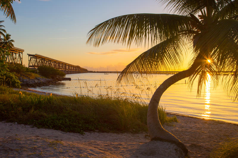 Por do sol, Bahia Honda State Park, chaves de Florida foto de stock