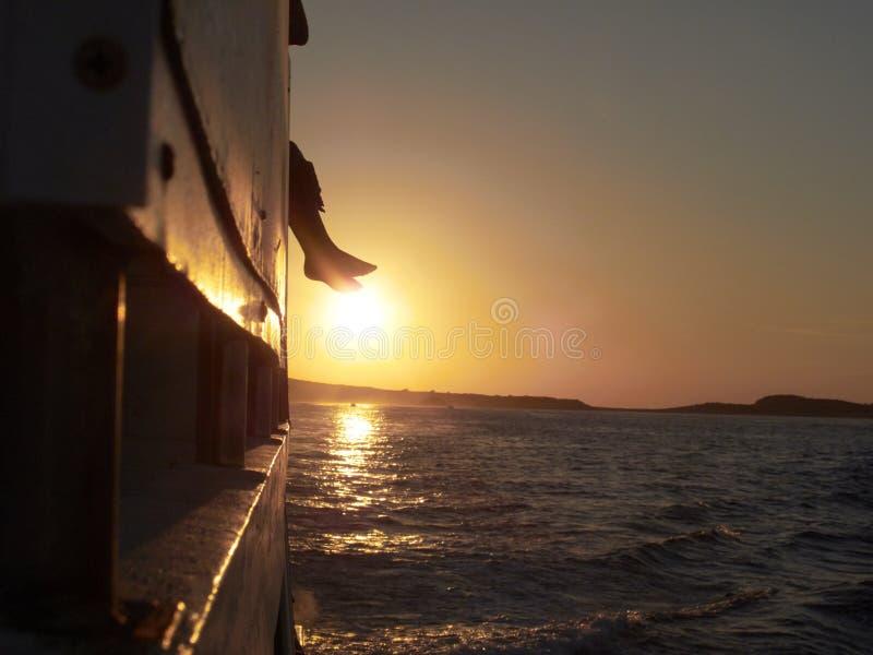 Por do sol do barco fotos de stock