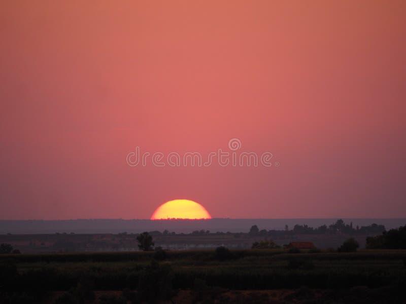 Por do sol bonito, com a estrela branca e amarela do rei, lerida, catalonia fotografia de stock
