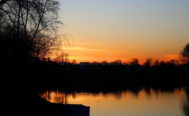 Por do sol bonito conservado em estoque de Foto no rio foto de stock royalty free