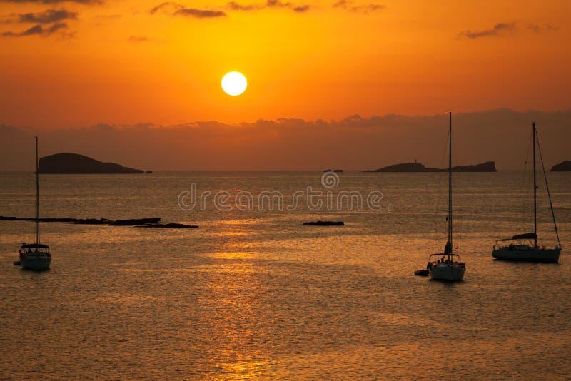 Por do sol bonito de Ibiza em Cala Conta, Ibiza, perto de San Antonio foto de stock royalty free