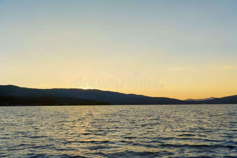 Por do sol bonito do lago fotos de stock
