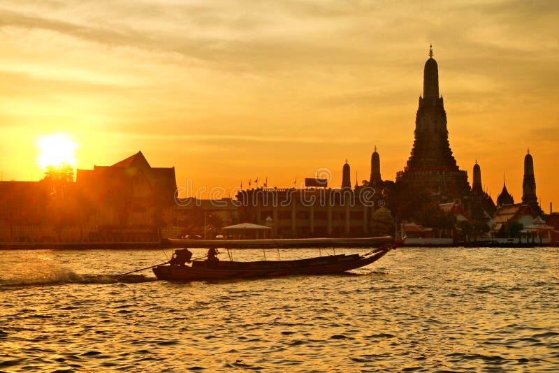 Por do sol bonito em Chao Phraya fotografia de stock royalty free