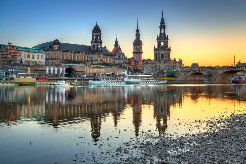 Por do sol bonito em Dresden em Elbe River, Saxony germany foto de stock