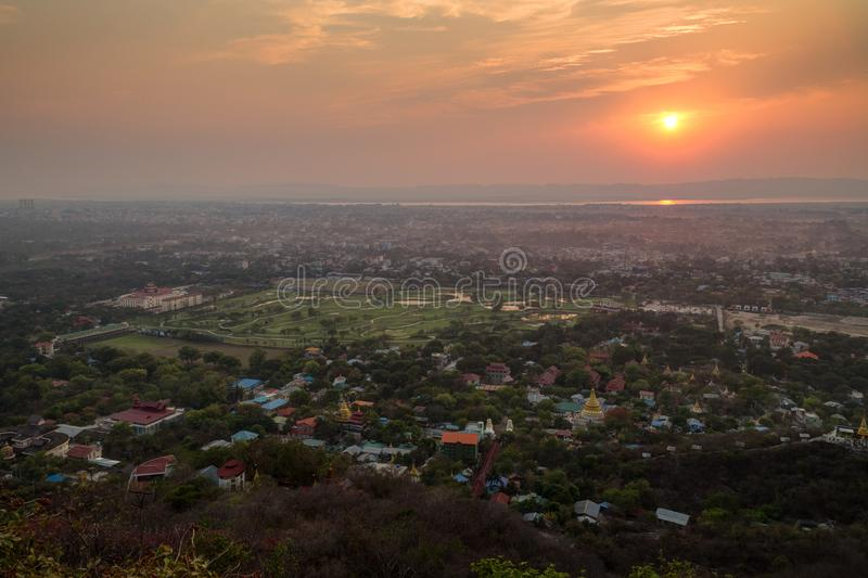 Por do sol bonito em Mandalay imagem de stock royalty free