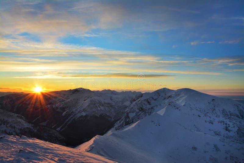Por do sol bonito em montagens de Tatra fotos de stock royalty free