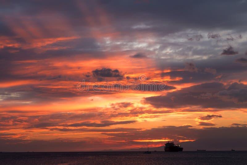 Por do sol bonito na ba?a de Manila, Filipinas fotos de stock