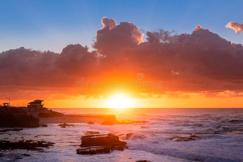 Por do sol bonito na costa, La Jolla fotografia de stock royalty free