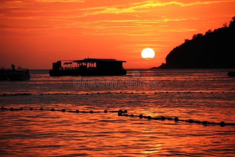 Por do sol bonito na ilha de Lipe fotografia de stock