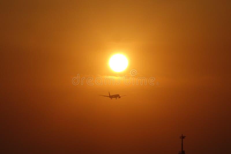 Por do sol bonito na praia de Bali imagens de stock