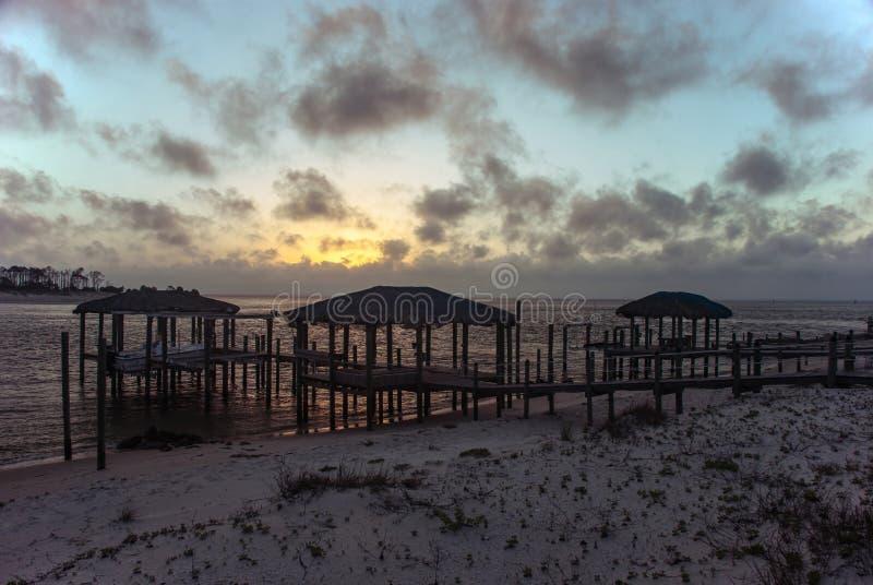 Por do sol bonito nas costas do Golfo do México, Florida, U imagens de stock royalty free