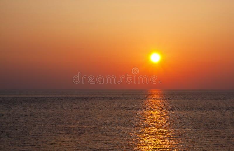 Por do sol bonito no amarelo fotos de stock