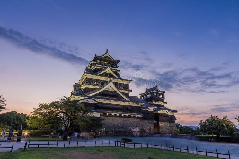Por do sol bonito no castelo de Kumamoto em Kumamoto, Kyushu, Japão imagem de stock