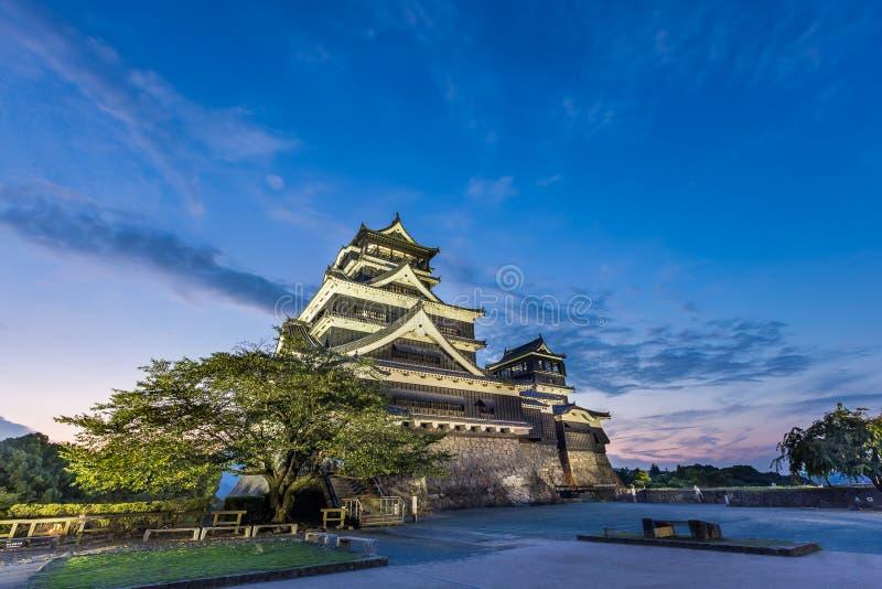 Por do sol bonito no castelo de Kumamoto em Kumamoto, Kyushu, Japão fotos de stock