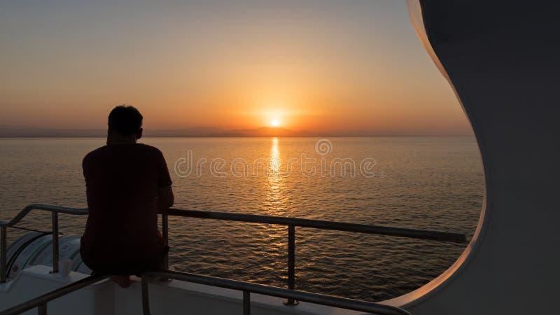 Por do sol bonito sobre o horizonte imagens de stock royalty free