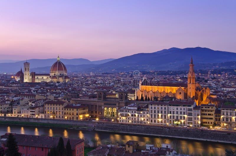 Por do sol bonito sobre o rio Arno em Florença imagens de stock royalty free
