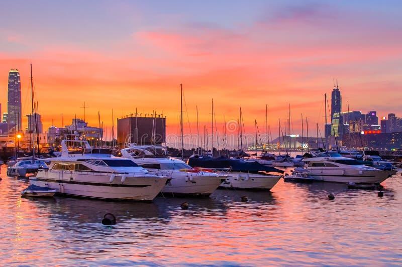 Por do sol do cais do yacht club fotos de stock royalty free