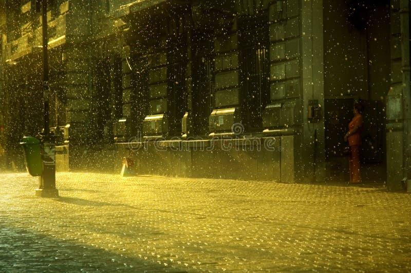 Por do sol chuvoso em Bucareste fotos de stock royalty free