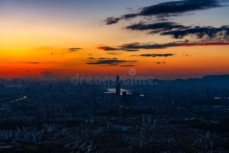 Por do sol a cidade de seoul e a skyline do centro fotos de stock royalty free