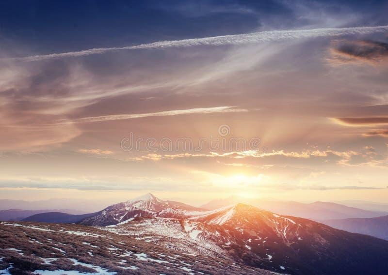 Por do sol colorido da mola sobre as cordilheiras no nacional fotos de stock royalty free