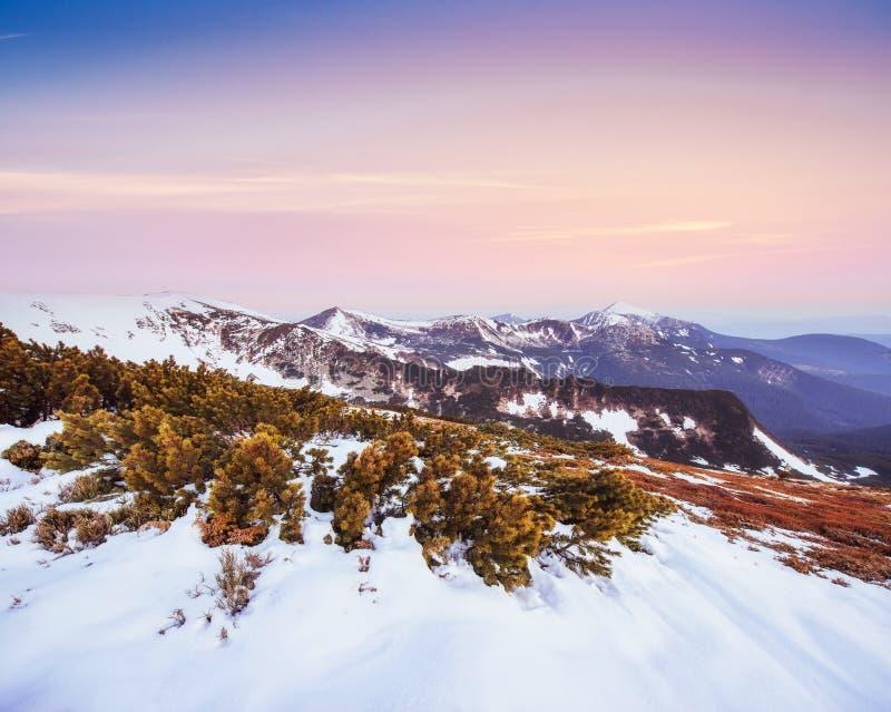 Por do sol colorido da mola sobre as cordilheiras no nacional fotografia de stock royalty free