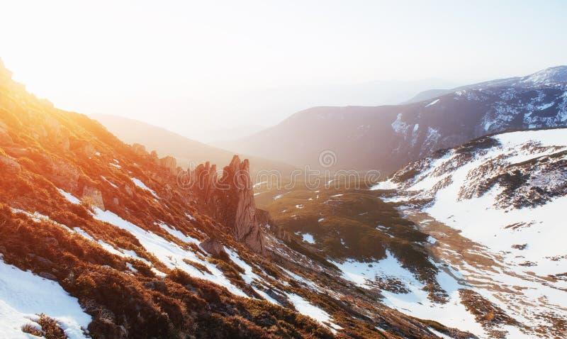 Por do sol colorido da mola sobre as cordilheiras no nacional fotos de stock