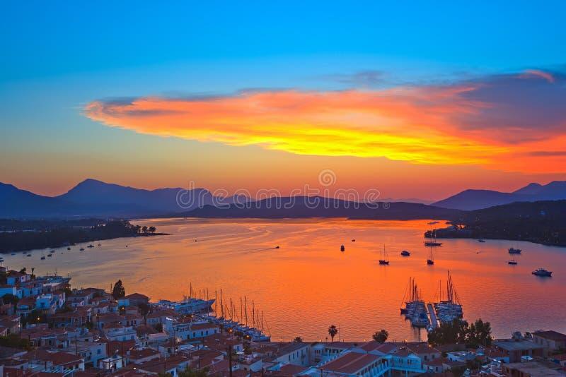 Por do sol colorido em Greece imagem de stock