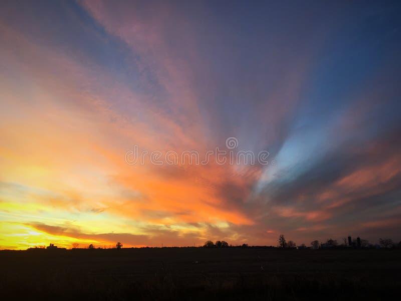 Por do sol colorido do outono em Illinois central ocidental imagem de stock