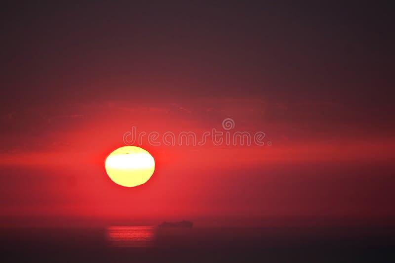 Por do sol com nuvens imagens de stock