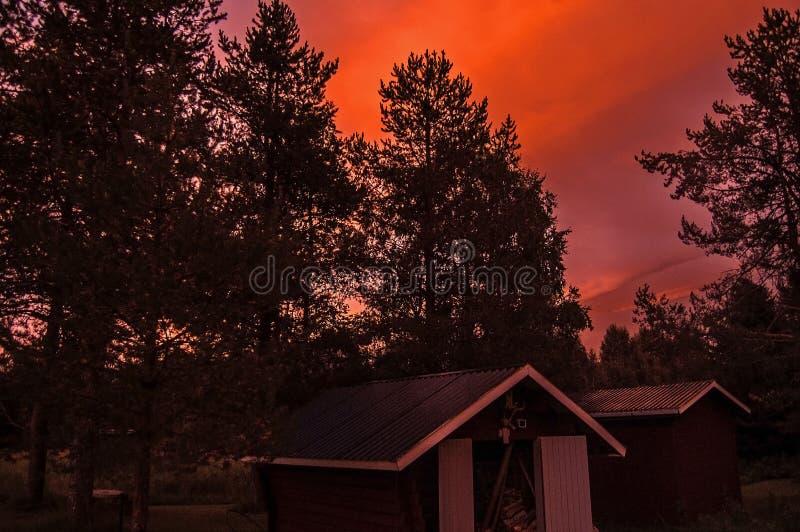 Por do sol cor-de-rosa mágico na Suécia fotografia de stock