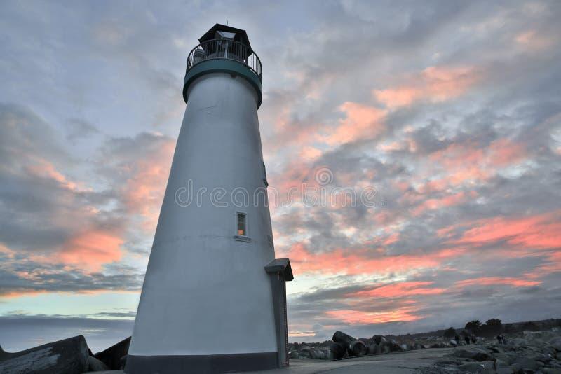 Por do sol/crepúsculo sobre o quebra-mar & o x28; Walton& x29; Farol, Santa Cruz, Califórnia fotos de stock