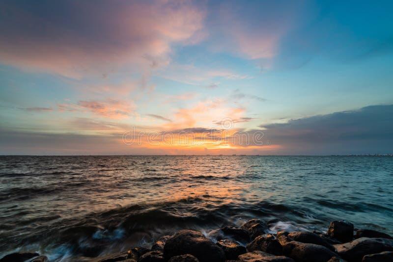 Por do sol da baía de Manila fotografia de stock royalty free