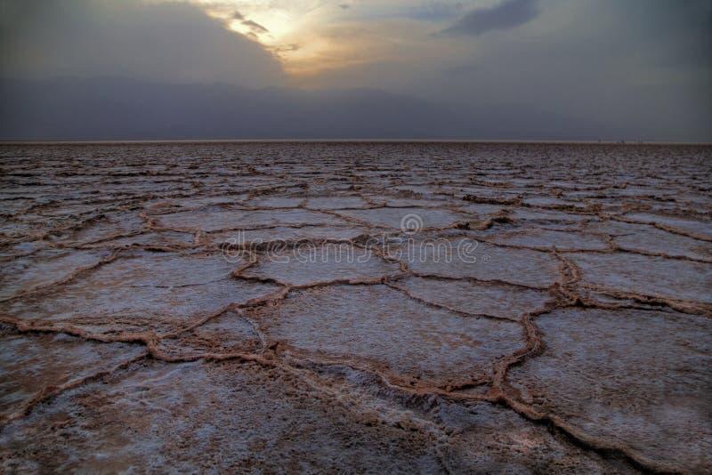 Por do sol da bacia de Badwater imagens de stock