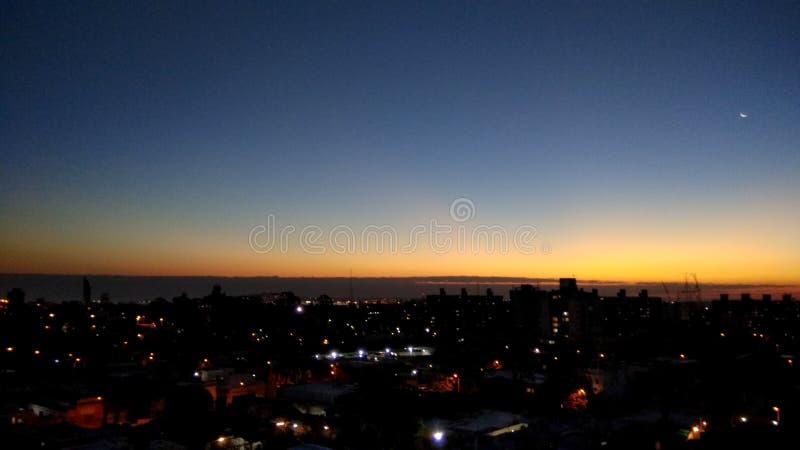 Por do sol da cidade de Montevideo fotografia de stock