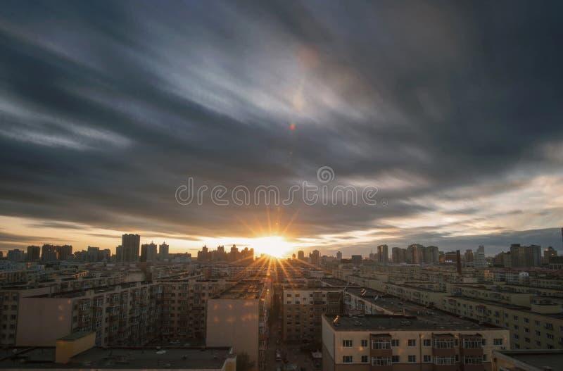 Por do sol da cidade em China, Harbin fotografia de stock
