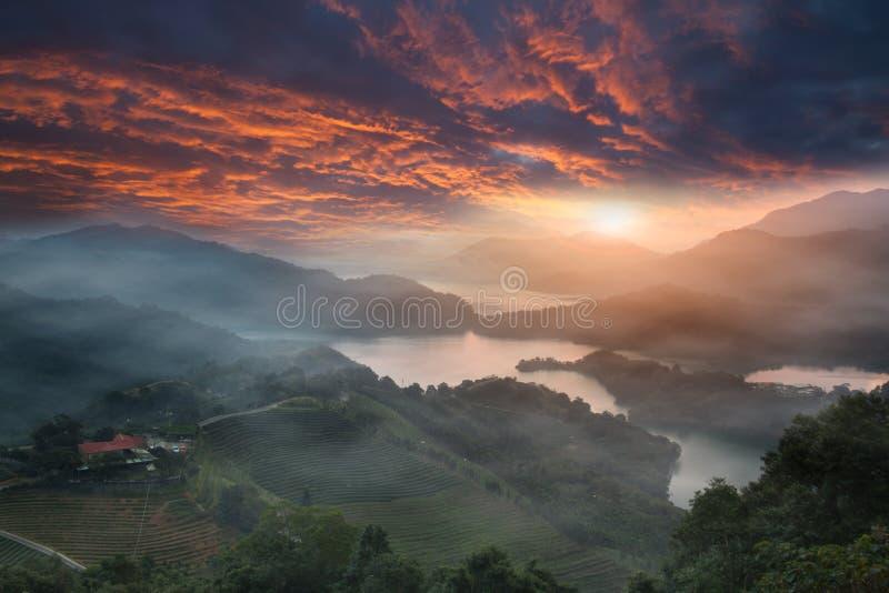 Por do sol da cintura do lago, o Taipei novo, Formosa foto de stock royalty free